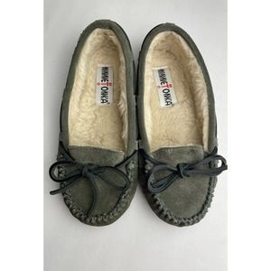 Minnetonka slippers sz 5 suede Moccasin
